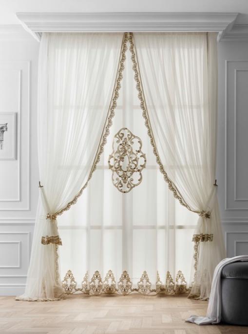 Tende classiche con cadute acquedolci messina for Tende casa classica