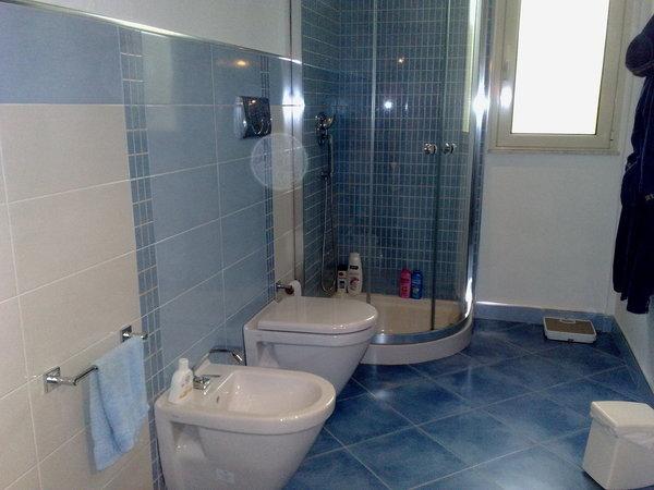 Piastrelle azzurre interno di casa smepool