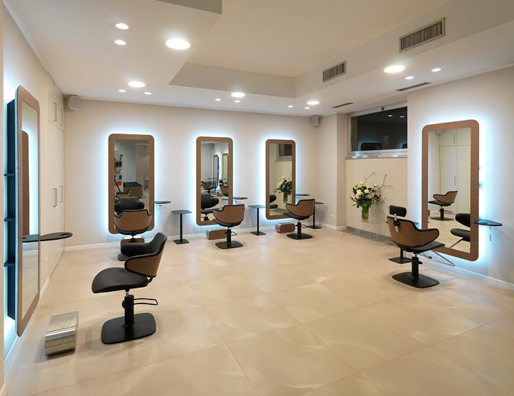 Esempio di arredamento barcellona pozzo di gotto messina for Fab arredamenti parrucchieri