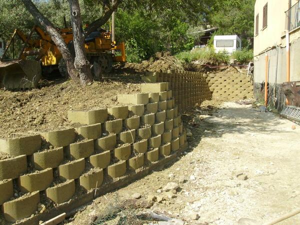 Blocchi in cemento per muri a secco e per mantenimento for Copri muro esterno prezzi
