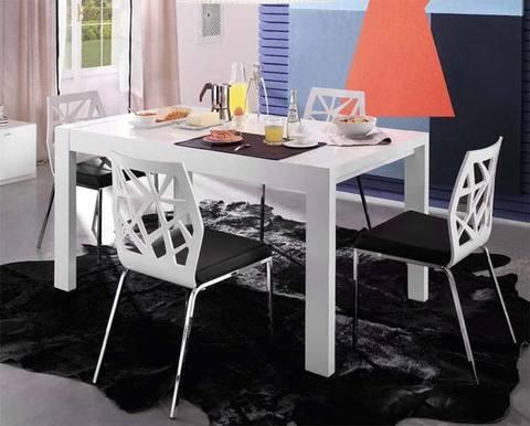 Tavoli e sedie moderne rilievo fraz di trapani trapani for Papino arreda tavoli e sedie