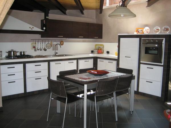 Cucina in muratura, ante rovere bianco Chiaramonte Mobilificio ...