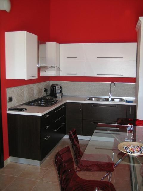 Cucina weng e bianco chiaramonte ragusa sicilia mobilificio casmene impiallacciato weng e - Cucina laccato bianco ...