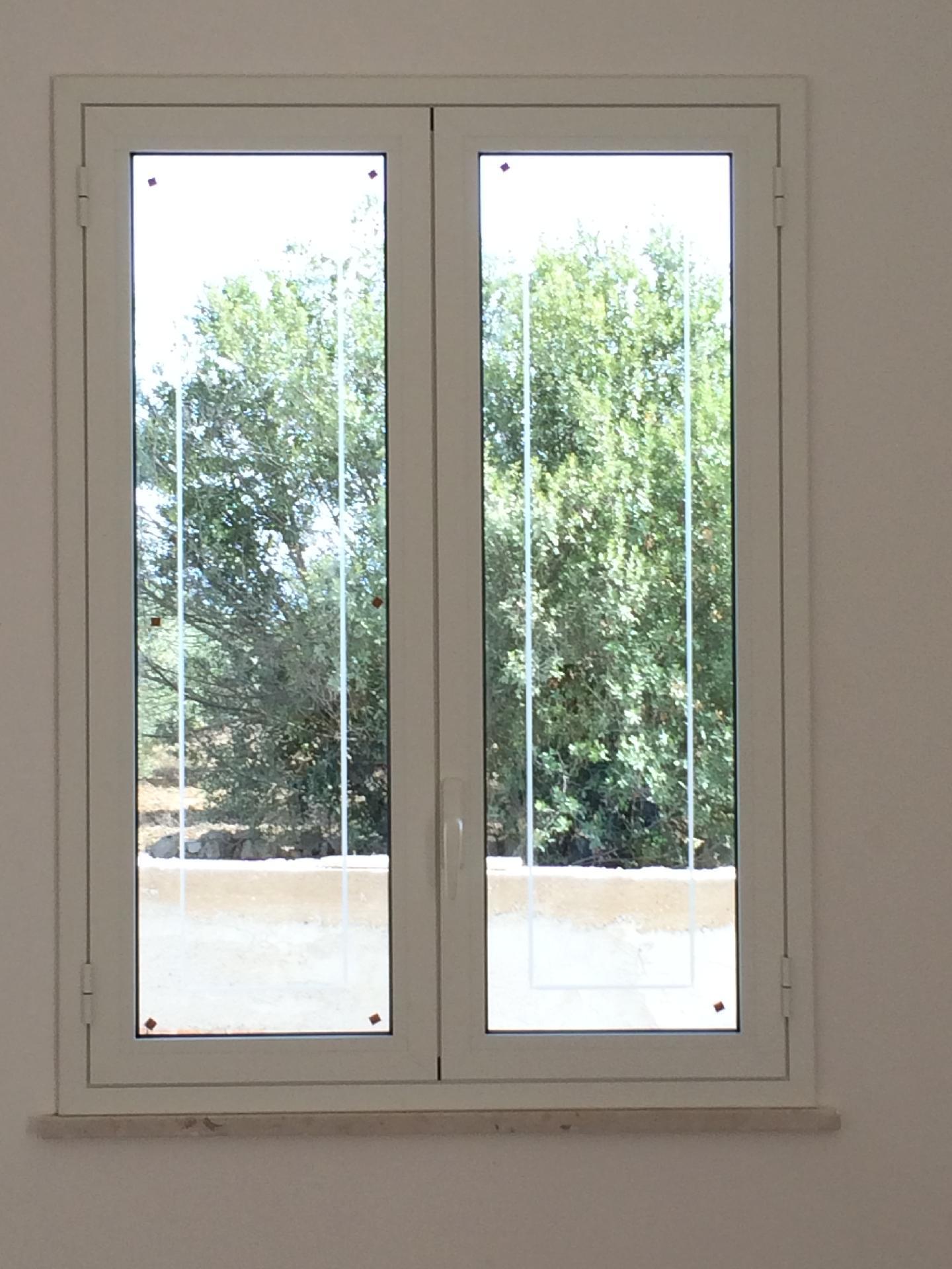 Infissi taglio termico bianco opaco rilievo fraz di for Infissi in legno bianco