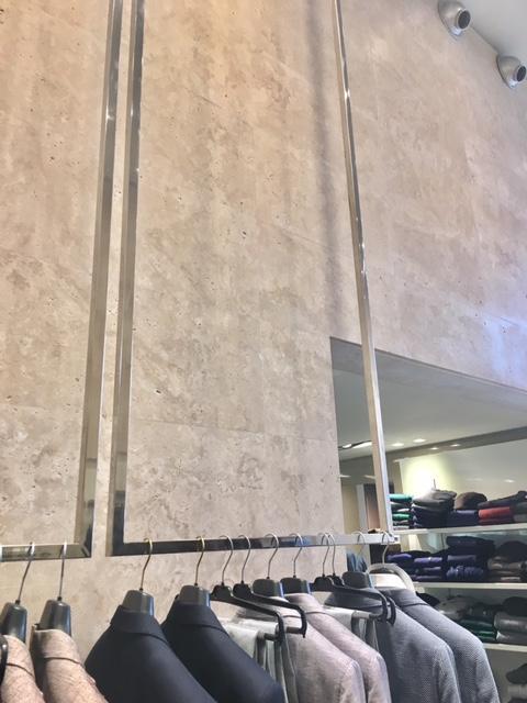 Arredamento per negozio in acciaio inox furniture store in for Arredamento acciaio inox