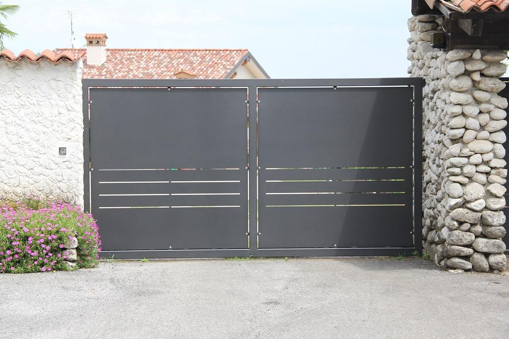 Cancello scorrevole in ferro zincato alcamo trapani for Immagini cancelli in ferro
