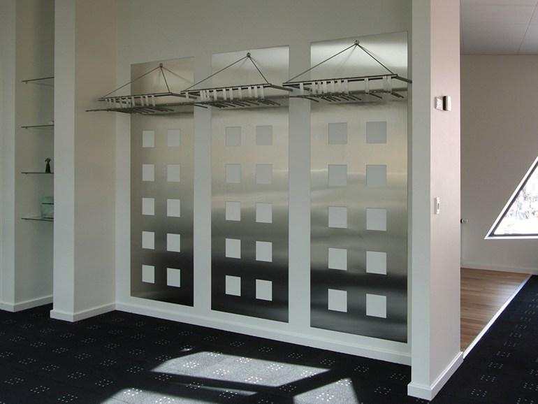 Arredamento per negozio in acciaio inox furniture store in for Arredamento in acciaio