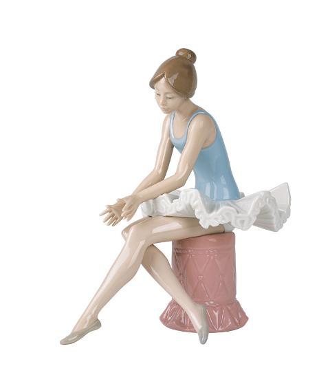 Scultura in porcellana spagnola  Nao by Lladro BALLERINA SEDUTA