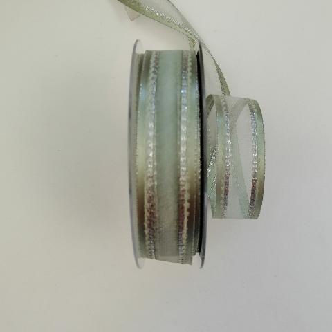 Decoro verde con cuciture argento pbs fondo organza verde 25mm