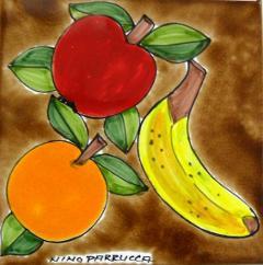 Piastrella in ceramica decoro frutta fondo bruno Nino Parrucca Quadrata - Cod. 55
