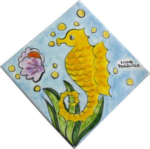 Piastrella in ceramica decoro cavalluccio marino Nino Parrucca Rombo - Cod. 43