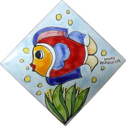 Piastrella in ceramica decoro pesce fondo celeste Nino Parrucca Rombo - Cod. 44