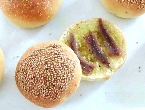 Moffolettona completa del 2 Novembre La Casetta Verde condita con olio evo, acciughe,ricotta, origano, formaggio grattugiato e pepe BIO