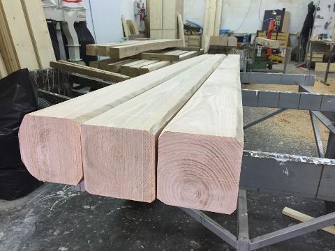 Travi in legno di Castagno Produzione Italia Uso fiume e scortecciati naturali