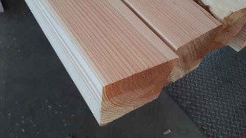 Travi massiccio di legno Douglasia ovvero Duglas Produzione Europa Spigolate e Uso fiume