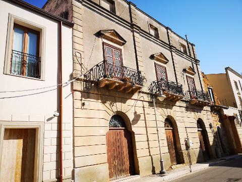 Palazzo / Edificio in Vendita a Menfi (Agrigento)