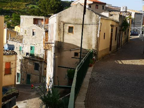 Fabbricato indipendente in Vendita a Giuliana (Palermo)