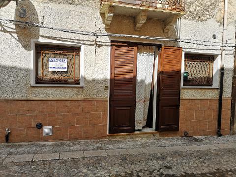 Semi-indipendente in Vendita a Palazzo Adriano (Palermo)