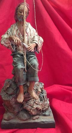 Pescatore su scogliera - Personaggi presepe Laura Buzzetta terracotta e stoffa
