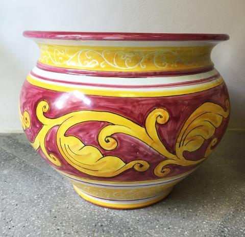 Cachepot in ceramica con foglia d'acanto ocra su fondo rosso vietri Laura Buzzetta ceramica arredo