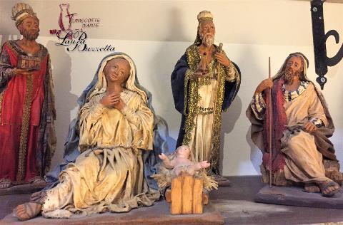 Natività in terracotta rivestita in stoffa alt. 25 cm Laura Buzzetta presepe