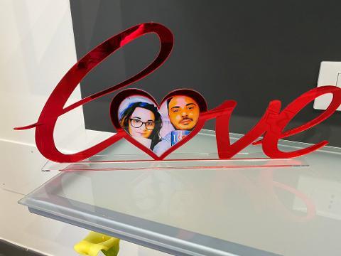 """Scritta """"LOVE"""" Portafoto in Plexiglass Regplex Personalizzata"""