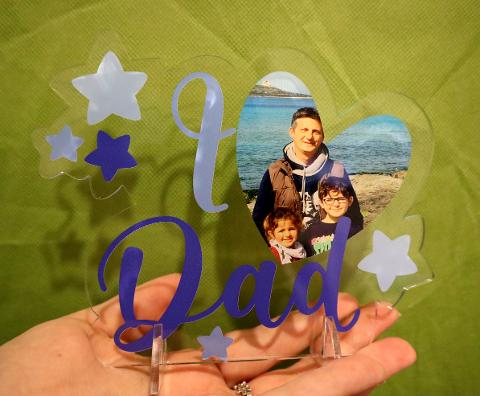 """Scritta """"I LOVE DAD"""" in Plexiglas Regplex con Incisione Foto Personalizzata"""