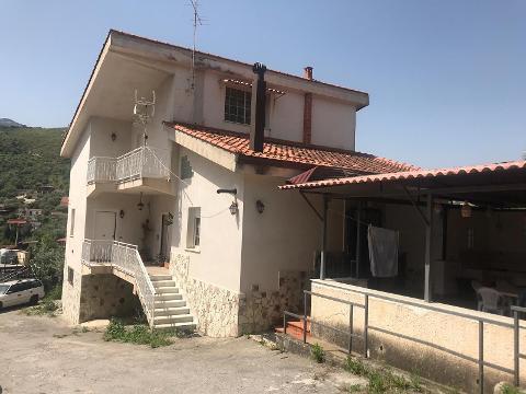 Villa in Vendita a Monreale (Palermo)