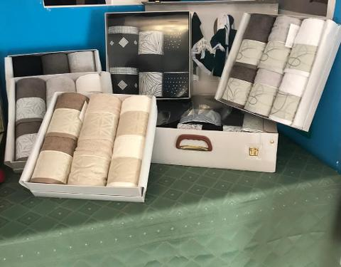 Set Asciugamani di Spugna Everest 100% Cotone