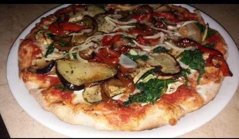 Pizza /  Vegetariana / A Cannara
