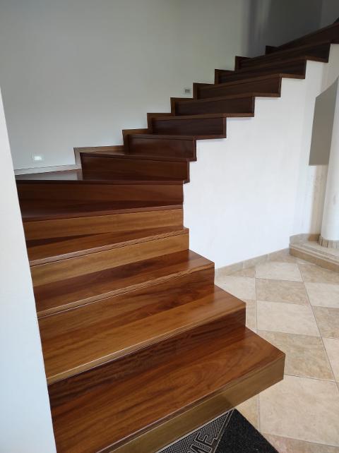 Scala in legno/ Iroko Naturale/ Cascio Nino