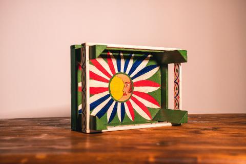 Cassetta in legno decorato a mano con i colori della Sicilia Artigiano Marco Cassetta in legno decorato a mano con i colori della Sicilia