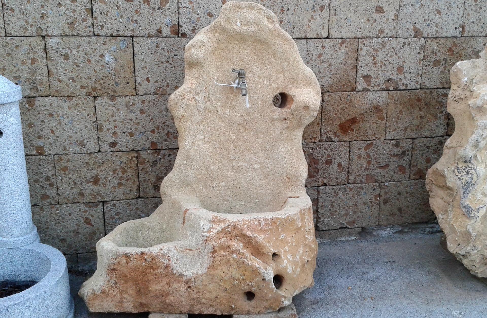 Fontana in pietra altavilla milicia palermo - Pietre da giardino ornamentali ...
