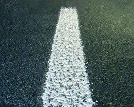 Segnaletica stradale orizzontale permanente tipo gocciolato