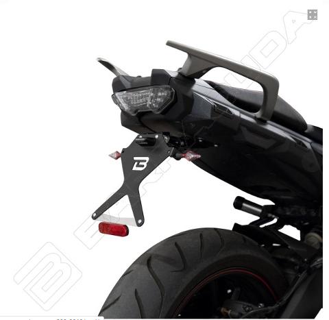 Kit Targa  Portatarga  Regolabile  Yamaha  Tracer 900 / GT Barracuda Reclinabile Alluminio anodizzato nero con snodo in acciaio
