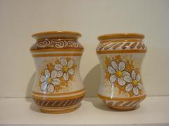 Albarelli con decoro floreale