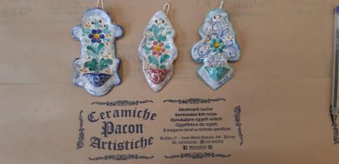 Acquasantiere artigianali Pacon misura Mignon, di ceramica.