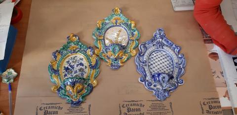 Acquasantiere artigianali Pacon in ceramica, Barocco 3° Misura.