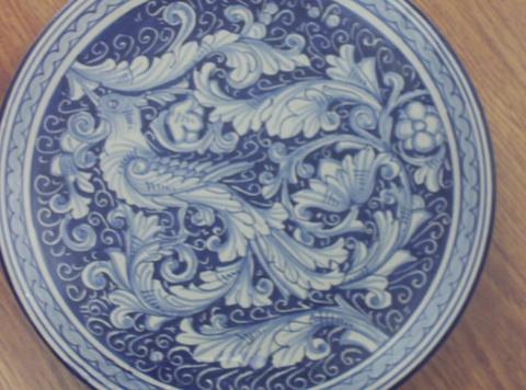 Piatti in ceramica  Pacon  decoro rinascimentale - barocco - figurativo