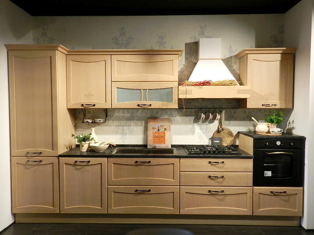 Negozio mobili per cucina store creo kitchens samamobil for Mobili per cucina
