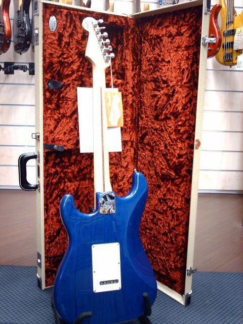FENDER STRATOCASTER CUSTOM SHOP DELUXE CANDY BLUE 2011