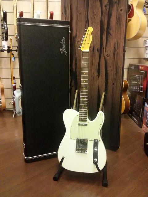 FENDER CUSTOM SHOP TELECASTER 63 RELIC OLYMPIC WHITE