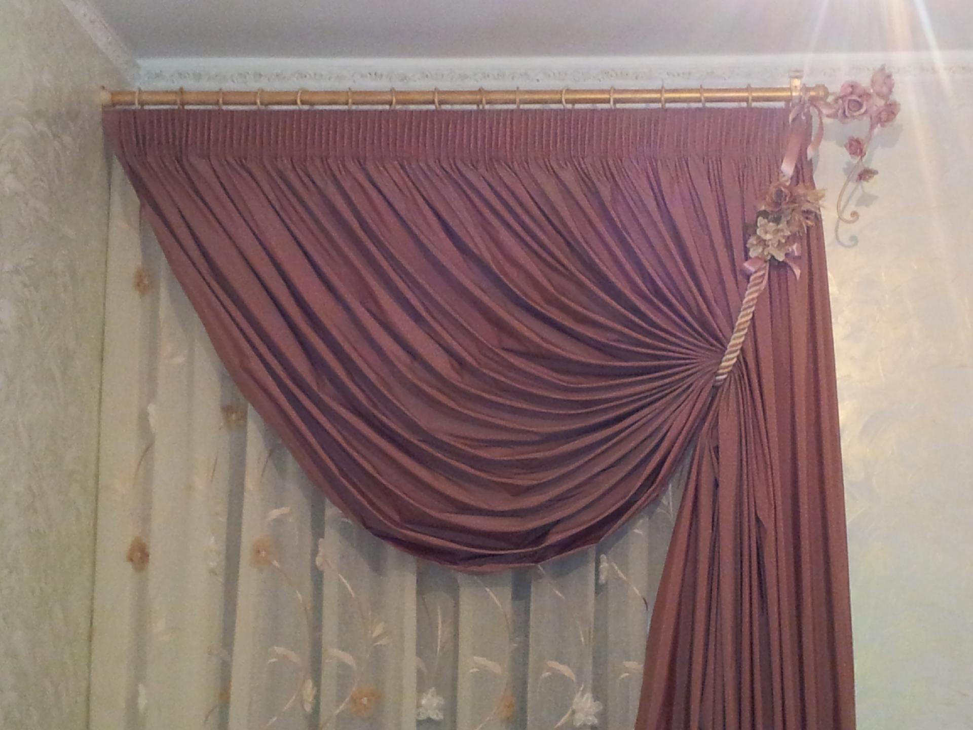 Tende classiche con una caduta acquedolci messina for Tende casa classica