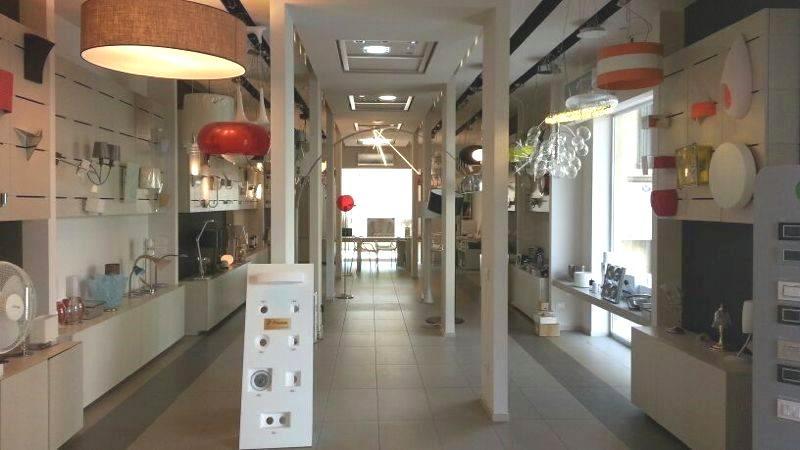 Arredamenti negozio a caltagirone cappadonna for Negozi di arredamento catania