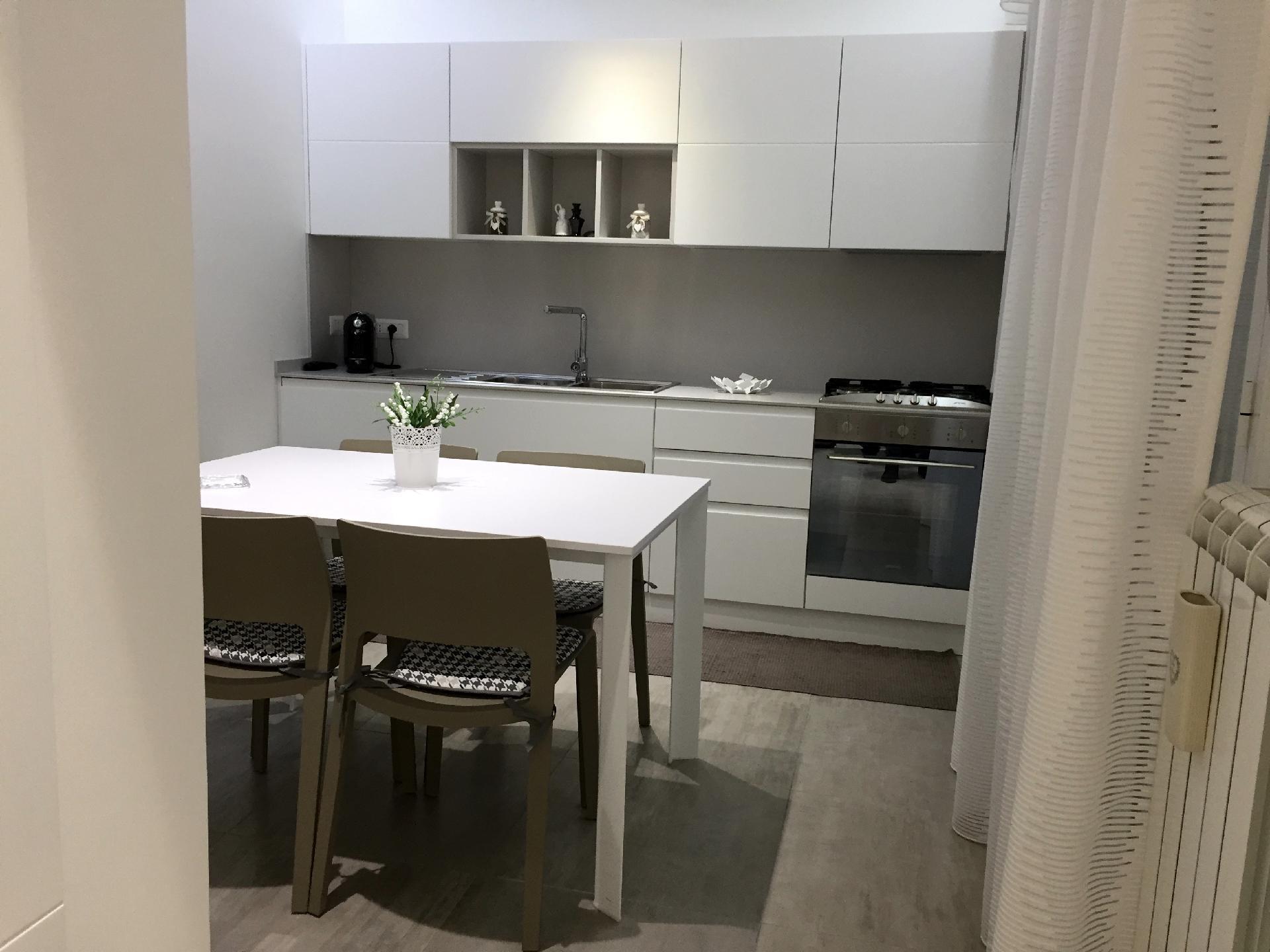 Arredamenti per casa cucina porte bagno arredamento for Arredamento catania