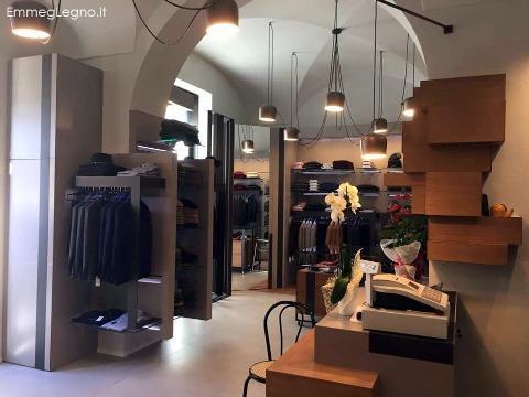 Arredi per per negozio d 39 abbigliamento a caltagirone for Negozi di arredamento catania