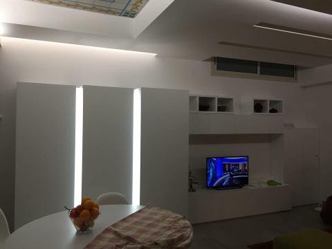 Armadio apertura a spinta, amadio push, con illuminazione e mobile tv