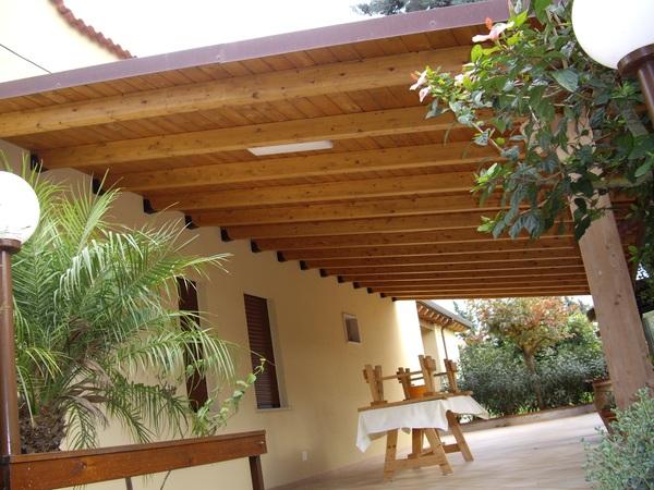 Verande con travi lamellari corso legnami srl travi lamellari segesta fraz di calatafimi - Verande in legno per terrazzi ...