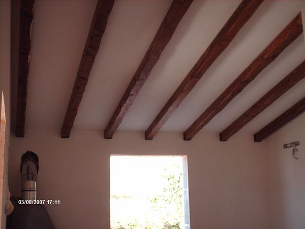 Foto Di Soffitti Con Travi In Legno : Travi in legno massello o lamellari a soffitto corso legnami srl
