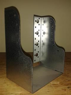 Scarpa ancoraggio travi sagomata 200x200 spessore 3 mm